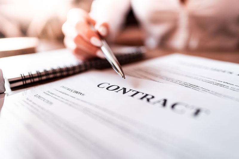 gestione e redazione della contrattualistica di management, vendita e distribuzione, protezione del patrimonio aziendale e tutela della proprietà intellettuale, sia nelle operazioni endoprocedimentali e societarie.