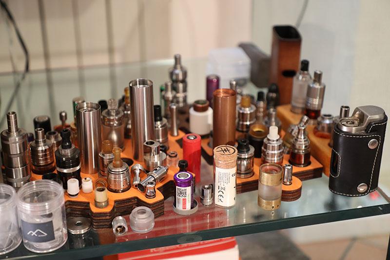 Assistenza agli operatori del settore delle sigarette elettroniche.